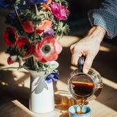 Pourquoi ne pas commencer la journée par un bon café filtre fait par méthode douce et notamment par filtration grâce à la V60? . Valini vous souhaite une bonne semaine à tous ! . Goûtez une nouvelle expérience. . #coffeetime #cafe #café #coffee #barista #baristagram #baristalife #espresso #doppio #cortado #cappuccino #coffeefeature #v60 #latteart #hariov60 #coffeeart #valinicoffee #valini_coffee #roaster #nimes #lyon #coffeshop #coffeeinspiration #spring #hario #ilovecoffeemagazine #coffeeroaster