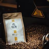 Aujourd'hui nous mettons en avant, notre café pure origine d'Ethiopie de la ferme «Nyala» de la région Sidama. Ce café offre une belle acidité avec des notes de fruit rouge et de chocolat. Sa belle longueur en bouche et son corps doux et souple le rend excellent en filtre type V60... . . À découvrir sur notre site Internet valini.fr et à notre atelier au 23 Avenue Carnot 30000 Nîmes. . .  #valini #torrefacteur #torrefaction #probat #roastery #roasterdaily #nimes #ethiopie #gard #gardtourisme #nimestourisme #artisan #artisanatfrancais #cafe #atelier #coffeelovers #probatone5 #coffee #boutique #specialtycoffee #specialtycoffeeroaster #specialtycoffeeshop