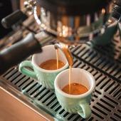Pour bien commencer la journée quoi de mieux qu'un bon espresso ! On ne se lasse pas de notre Ethiopie Nyala avec ses notes de fleurs et sa pointe d'acidité !  #valini #torrefacteur #torrefaction #lamarzocco #coffee #roasterdaily #nimes #baristadaily #gard #gardtourisme #nimestourisme #artisan #artisanatfrancais #cafe #atelier #coffeegram #coffeelovers #espresso #madeingard #acmecups #coffeecup