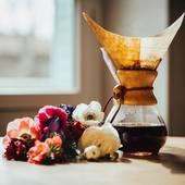 La méthode par filtration, et notamment Chemex, permet de découvrir le bouquet d'arôme qui se cache dans votre café... . . . #coffeetime #cafe #café #coffee #barista #baristagram #baristalife #espresso #doppio #cortado #cappuccino #coffeefeature #chemexlove #latteart #coffeemorning #coffeeart #valinicoffee #valini_coffee #roaster #nimes #chemex #coffeshop #coffeeinspiration #spring #morningcoffee #ilovecoffeemagazine #coffeeroaster