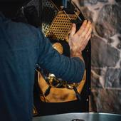 Nous adaptons notre torréfaction à chacun de nos cafés afin de révéler toute la typicité et complexité de leur terroir... . .  #valini #torrefacteur #torrefaction #probat #roastery #roasterdaily #nimes #cma30 #gard #gardtourisme #nimestourisme #artisan #artisanatfrancais #cafe #atelier #espresso #coffeelovers #probat150 #coffee #boutique #specialtycoffee #specialtycoffeeroaster #specialtycoffeeshop