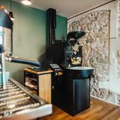 Valini profite de cette période estivale pour peaufiner les derniers détails de la boutique, et prépare la rentrée de septembre, avec des nouveaux cafés qui vous seront proposés ! 🙂 . Nous vous souhaitons de passer de bonnes vacances malgré cette période difficile.. . Pour notre part nous sommes ouverts tout l'été à nos heures habituelles.. . . À très vite ! 😁 . .  #valini #torrefacteur #torrefaction #probat #roastery #roasterdaily #nimes #madeingard #gard #gardtourisme #nimestourisme #artisan #artisanatfrancais #cafe #atelier #boutique #coffeelovers #probatone5 #commercant #coffee #blendcoffee #sanremocoffeemachines #coffeeshop #baristadaily #coffeetime