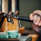Nous vous proposons,dans notre atelier, de déguster un espresso de nos cafés torréfiés afin de mieux découvrir les saveurs qui en ressortent.. . . . Nous vous accueillons au 23 Avenue Carnot 30000 Nîmes  #valini #torrefacteur #torrefaction #sanremocoffeemachines #coffee #roasterdaily #nimes #cma30 #gard #gardtourisme #nimestourisme #artisan #artisanatfrancais #cafe #atelier #coffeegram #coffeelovers #probat150 #madeingard #acmecups #coffeecup #probat #probat150