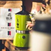 Du nouveau à la boutique !  Nous avons différentes cafetières italiennes de la marque italienne Bialetti dont cette jolie Fiammetta couleur menthe pour 3 tasses !  N'hésitez pas à nous contacter si vous êtes intéressés ou si vous voulez des renseignements sur nos autres modèles !  #valini #torrefacteur #torrefaction #bialetti #roastery #cafetiere #nimes #mokalovers #gard #gardtourisme #nimestourisme #artisan #artisanatfrancais #cafe #atelier #moka #coffeelovers #boutique #ideecadeau  #coffeeaddict #baristadaily #coffeetime