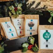 🎄[Idée Cadeaux de Noël]🎄   Découvrez notre coffret à offrir ou à s'offrir à soi-même !  À l'occasion de Noël nous vous avons préparé différents coffrets de dégustation dont un comprenant une sélection de nos cafés pures origines d'Afriue et un autre d'Amerique Centrale !  Ils sont disponibles sur notre boutique en ligne mais aussi à notre atelier au 23 Avenue Carnot à Nîmes !  N'hésitez pas à nous contacter pour toute question !  #valini #torrefacteur #torrefaction #coffretnoel #roastery #roasterdaily #nimes #coffretcadeau #gard #gardtourisme #nimestourisme #artisan #artisanatfrancais #cafe #atelier #coffeelovers #coffee #boutique #specialtycoffee #ideecadeau #cadeau #café #noel