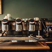 Nous avons choisi la machine à café Café Racer de @sanremocoffeemachines qui nous permet, avec une régularité tasse après tasse, de vous faire déguster nos cafés dans les meilleures conditions possibles... . . N'hésitez pas à venir à notre atelier : 23 Avenue Carnot 30000 Nîmes, nous pourrions échanger autour d'un café :) . . . #valini #torrefacteur #torrefaction #victoriaarduino #roastery #roasterdaily #nimes #madeingard #gard #gardtourisme #nimestourisme #artisan #artisanatfrancais #cafe #atelier #boutique  #coffeelovers #eurekagrinders #baubuche #commercant #coffee #blendcoffee #sanremocoffeemachines #specialtycoffee #coffeetime #baristadaily