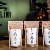 [Nouvel arrivage]   Bonjour à tous,   Nous sommes contents de vous proposer de nouveaux cafés à notre atelier ainsi que très prochainement sur notre boutique en ligne https://valini.fr  - COLOMBIE - COMUNEROS: Un café BIO avec un corps soyeux aux notes de citron, d'amande, de cèdre et de miel   - RWANDA - GREENGO: Un café BIO également offrant une belle acidité avec des notes de baies, de noix et de caramel  - BURUNDI - KIBOKO: Un café avec des notes de noisette, citrus et d'amande torréfiée  N'hésitez pas à venir nous voir au 23 Avenue Carnot à Nîmes pour une dégustation 🙂  À très vite !  L'équipe VALINI  #valini #torrefacteur #torrefaction #probat #roastery #roasterdaily #nimes #colombie #gard #rwanda #burundi #gardtourisme #cafebio #nimestourisme #artisan #artisanatfrancais #cafe #atelier #coffeelovers #probatone5 #coffee #boutique #specialtycoffee #specialtycoffeeroaster #specialtycoffeeshop